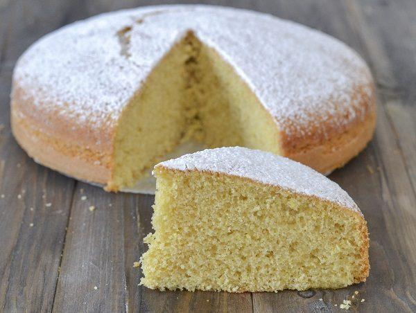 Sfornate la torta allo zenzero, fate raffreddare e servite.