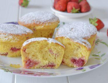 muffin alle fragole con zucchero soffici