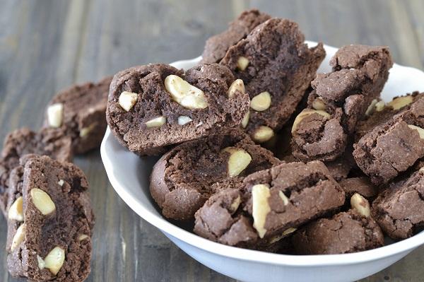 cantucci al cacao con mandorle croccanti