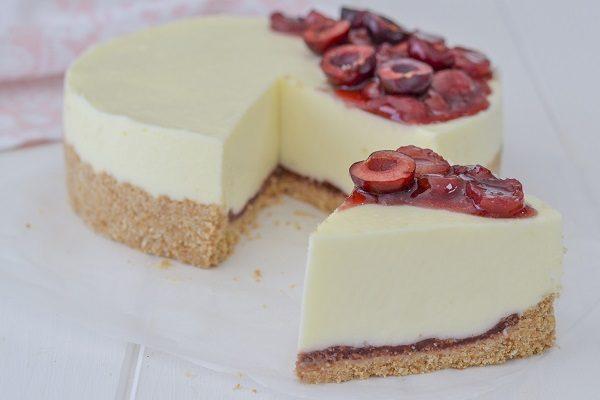 Conservate la cheesecake alle ciliegie in frigo fino al momento di consumarla.
