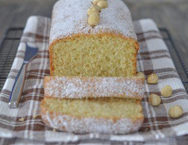 plumcake alle nocciole con zucchero a velo