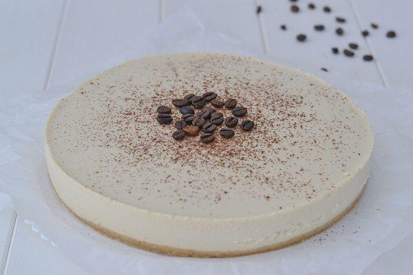 Lasciate la cheesecake in frigo almeno 4 ore prima di servirla.