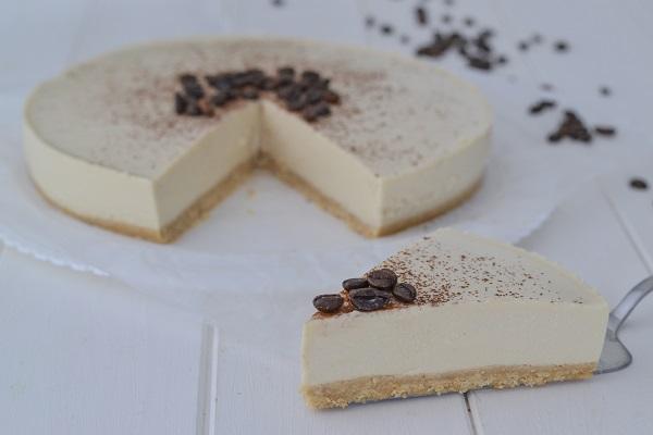 cheesecake al caffè servita