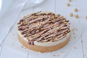 cheesecake alle nocciole con granella