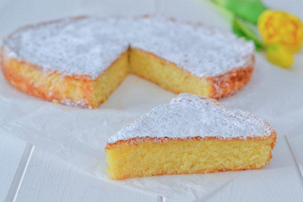 fetta di caprese al limone con zucchero