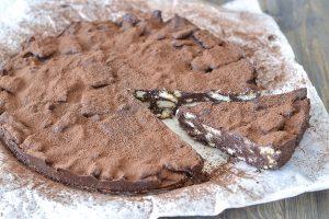 fetta di torta salame di cioccolato con cacao
