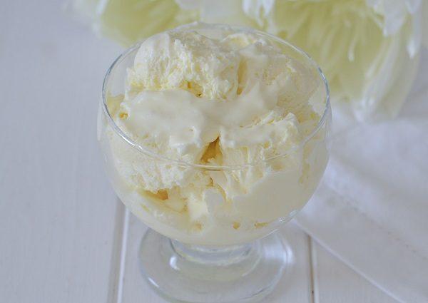 Tirate fuori dal freezer il gelato al fior di latte almeno 15 minuti prima di servirlo.