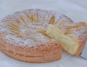 torta di pere e nocciole sfornata