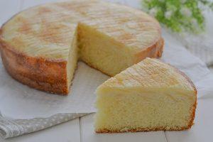 torta di pere rovesciata sfornata