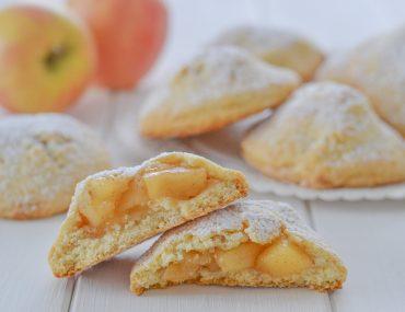 biscotti ripieni di mele con zucchero