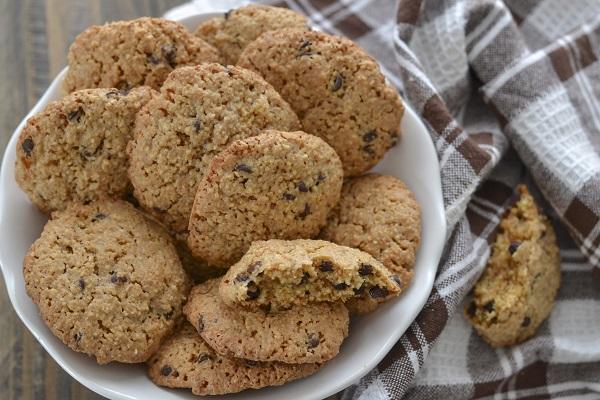 biscotti agli amaretti e gocce di cioccolato