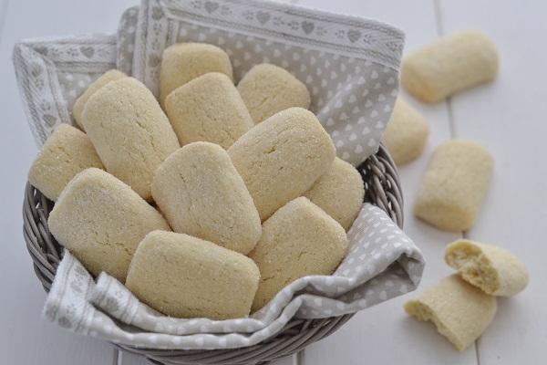 biscotti da latte senza burro con zucchero semolato