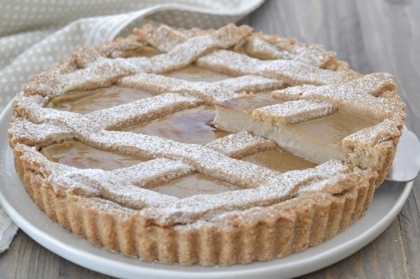 Fate raffreddare la crostata integrale con crema di castagne e servite.