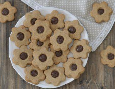 biscotti integrali con crema alle nocciole