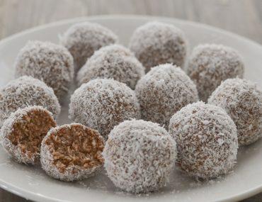 palline di cocco e cacao servite