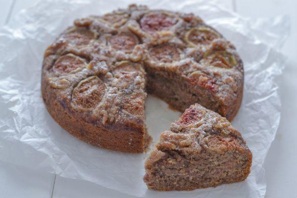 fetta di torta fichi e noci