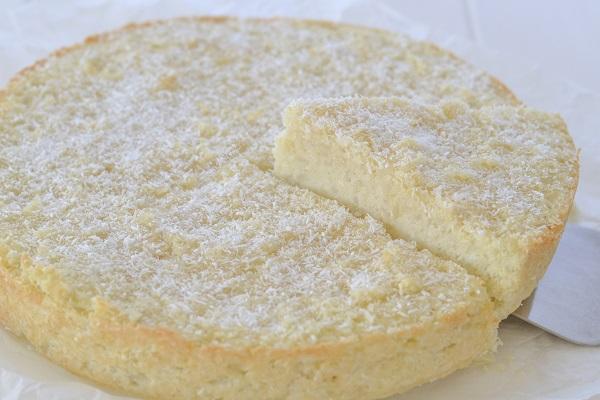 torta di riso al cocco con mandorle