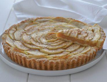 torta di mele con crema all'uva con cannella