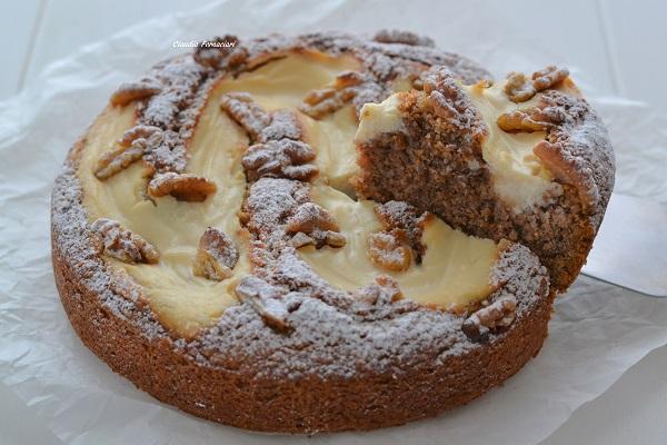 Sfornate la torta noci e ricotta, fate raffreddare e servite.