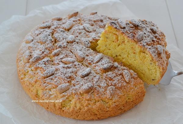 Sfornate la Torta di San Marcello Pistoiese, fate raffreddare e servite.